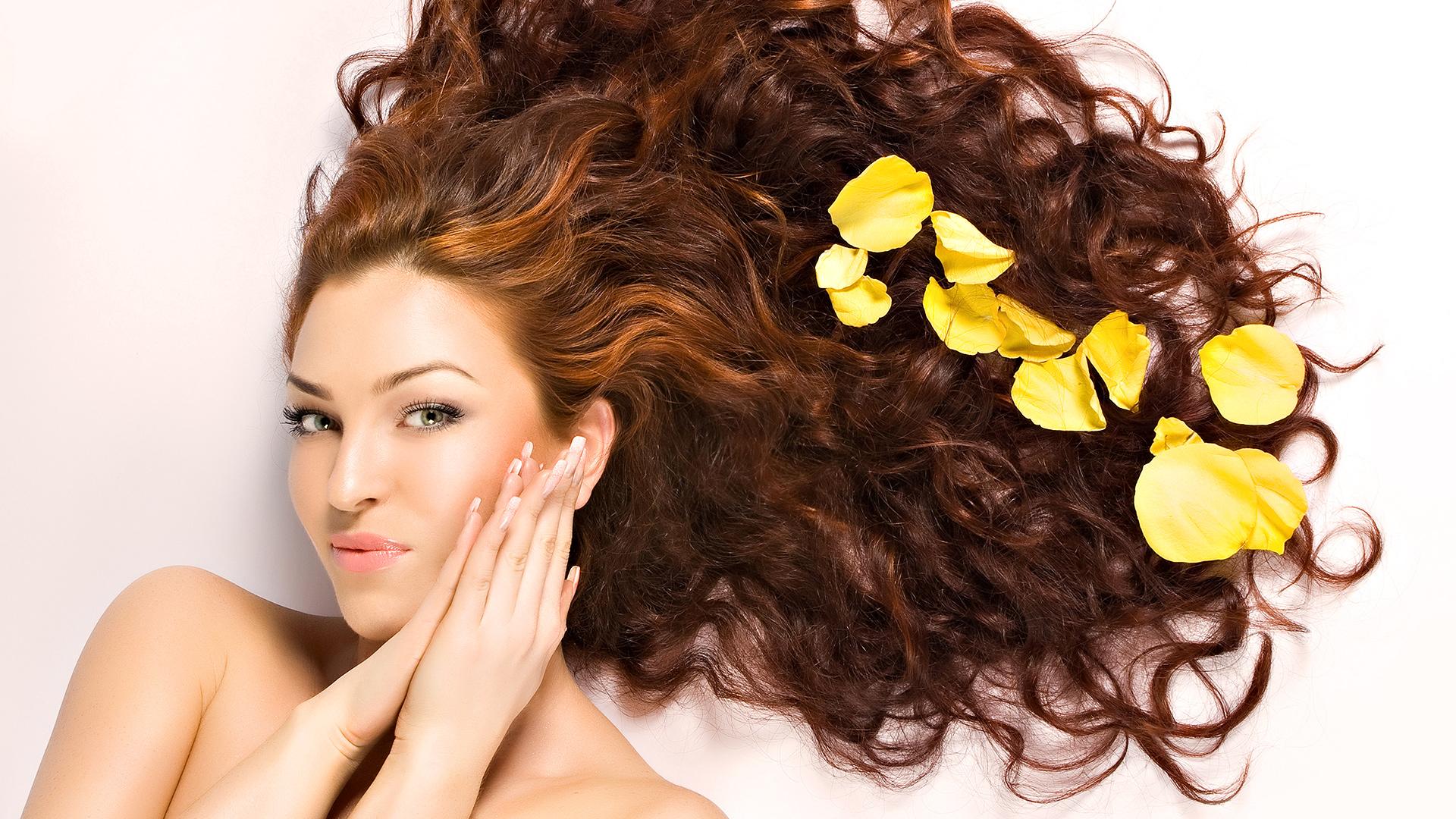 Yağlı saçların bitkilərlə müalicəsi